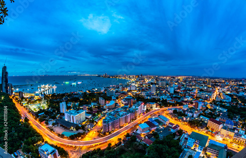 Pinturas sobre lienzo  Skyline in Pattaya city at night, Thailand