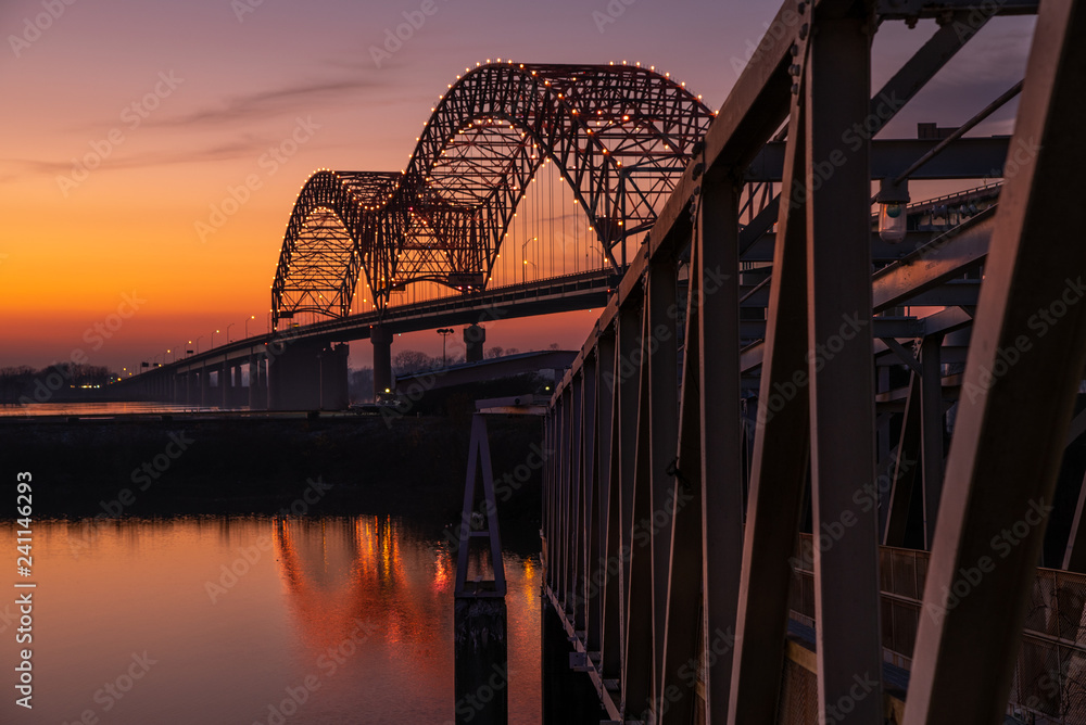 Fototapeta Sunset on the Mississippi River at Memphis bridge