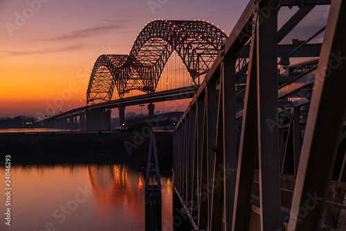 Spoed Fotobehang Bruggen Sunset on the Mississippi River at Memphis bridge