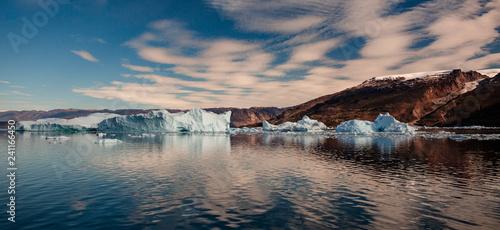 Foto op Plexiglas Arctica iceberg in front of fjords of Greenland