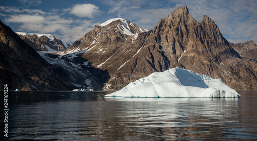 Foto op Aluminium Arctica iceberg in front of fjords of Greenland