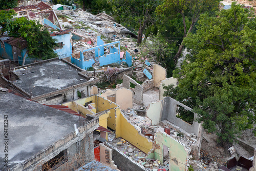 Tablou Canvas Collapsed homes are seen in Haiti after the 2010 earthquake.