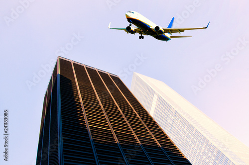 Tuinposter Stad gebouw Airplane flying over New York City skyscrapers