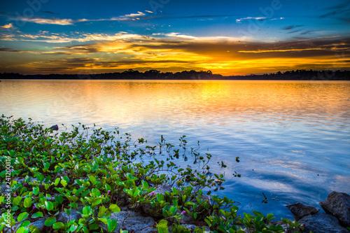 Fotografiet  Setting sun brings a peaceful and beautiful golden warm glow