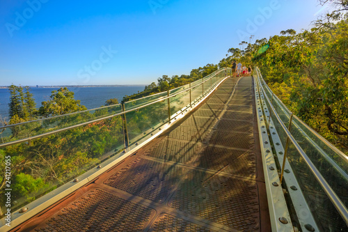 Spoed Foto op Canvas Oceanië Glass bridge in Kings Park and Botanical Garden overlooking South Perth suburb on the Swan River, Western Australia. Sunny day, blue sky with copy space. People cross the bridge in the distance.