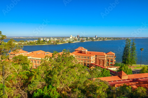 Staande foto Oceanië Aerial view of South Perth suburb from Kings Park and Botanical Garden on the Swan River, Western Australia. Sunny day, blue sky with copy space. Perth urban skyline in summertime.