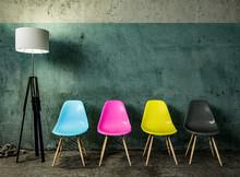 CMYK Stuhlreihe Mit Lampe Vor Wand