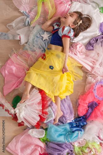 Fotografie, Obraz  little girl, disguises