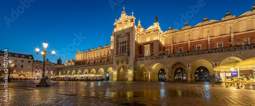 Staande foto Europese Plekken Krakow Cloth Hall by Night (panoramic)