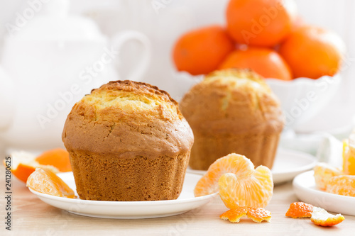 Stampa su Tela Muffin with tangerines closeup on white background