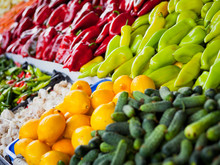 Many Kinds Of Vegetables On Th...