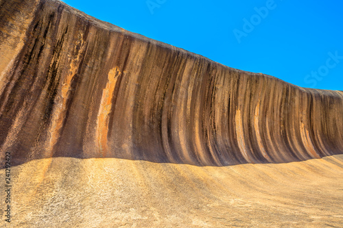 Staande foto Oceanië Scenic landscape of Wave Rock a rock formation that is shaped like a tall ocean wave, Hyden, Western Australia. Wave Rock in Hyden Wildlife Park is a popular attraction. Blue sky with copy space.