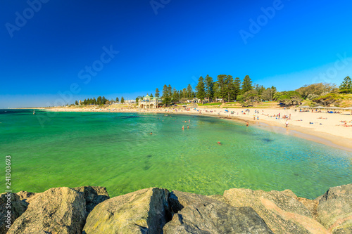 Staande foto Oceanië Cottesloe Beach in Western Australia: white sand and calm turquoise waters. The Perth's most famous beach, Indian Ocean. Summertime in blue sky. Copy space.