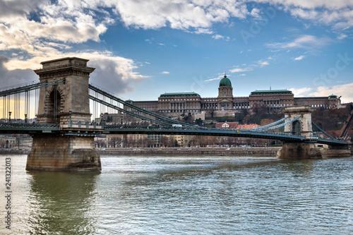 Deurstickers Historisch geb. The Chain bridge over Danube river, Budapest