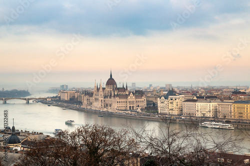 Deurstickers Historisch geb. View of Budapest parliament at sunset, Hungary