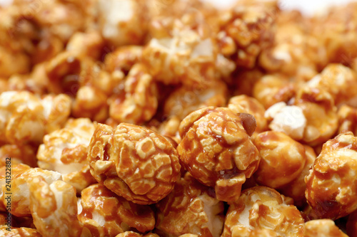 Autocollant pour porte Graine, aromate Sweet tasty caramel popcorn as background, closeup