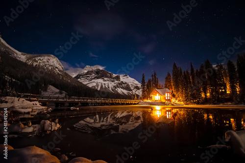 Obraz na plátně Emerald Lake Lodge at Night