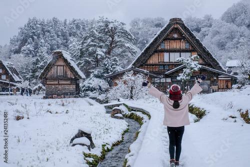 Fotografía  Asia Girl with happy face at Shirakawa-go village in winter including traditiona