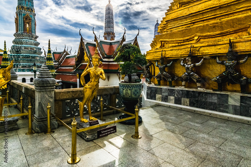 Foto op Aluminium Historisch mon. Wat Phra Kaew,Temple of the emerald buddha located in the same area of the grand palace on the cloudy day. Wat Phra Kaew and the Grand Palace is one of the best known landmarks in Bangkok,Thailand
