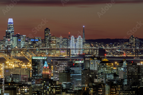 Keuken foto achterwand Stad gebouw Oakland and San Francisco Twilight Skylines Illuminated with Holiday Lights. Shot on 2019 New Year's Eve from Oakland Hills, California, USA.