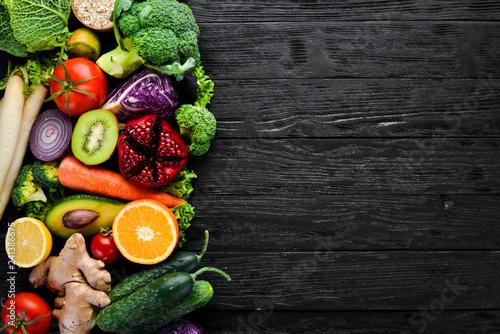 Valokuvatapetti Fresh vegetables and fruits