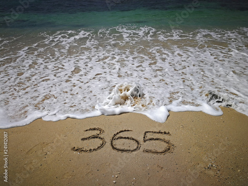 Valokuvatapetti 365 number written on sandy beach