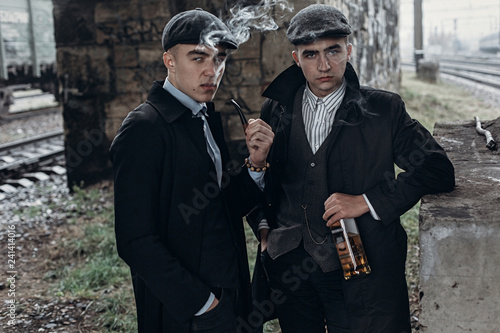 Photo stylish gangsters men, smoking