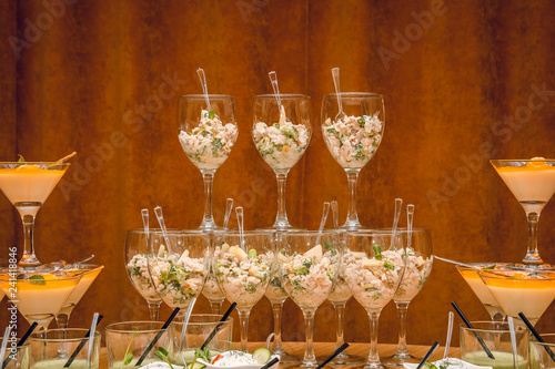 Fotografia  Glasses with a cocktail on the table.