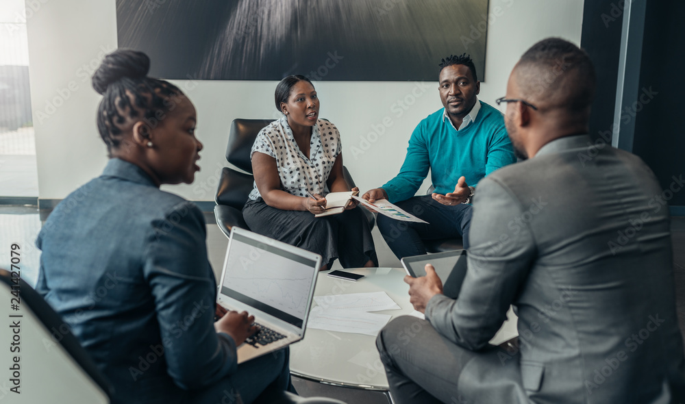 Fototapety, obrazy: Team of african bussines people debating during a work meeting. Colleagues in serious discussions