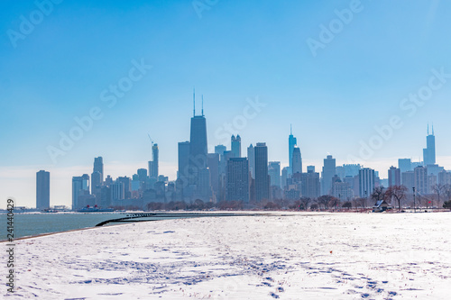 Tuinposter Dubai Snow Covered Field in Lincoln Park and the Chicago Skyline