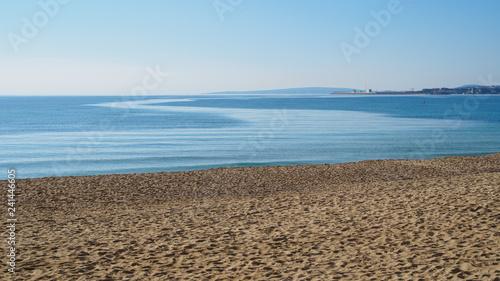 playa en invierno con mar en calma Wallpaper Mural