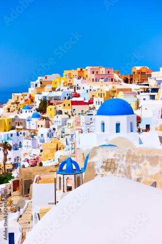Poster de jardin Santorini Colorful view of Oia town in Santorini