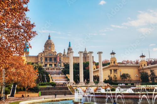 Foto auf Gartenposter Barcelona Montjuic hill with people on a sunny day