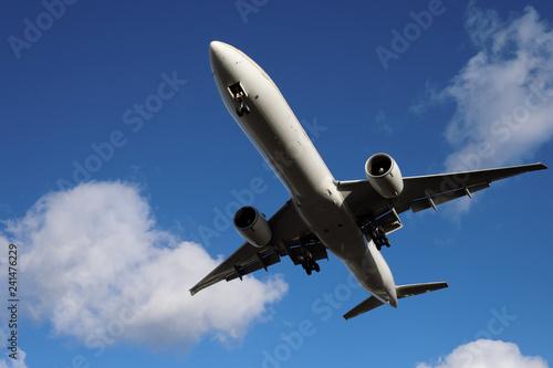 Fotografie, Obraz  Passagierflugzeug beim Landeanflug - Stockfoto