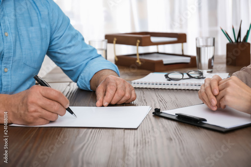 Pinturas sobre lienzo  Senior man signing document in lawyer's office