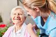 canvas print picture - Altenpflegerin kümmert sich um Senior Frau