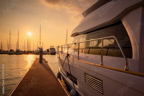 Montage in der Fensternische Schokobraun Luxury yachts rest in the port at sunset in pattaya thailand.