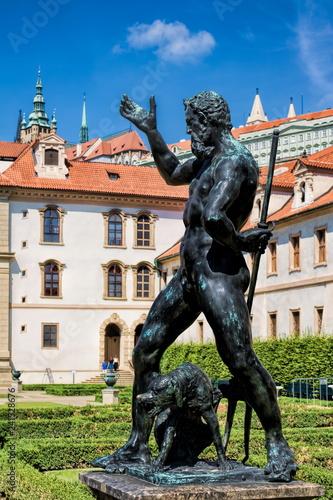 In de dag Centraal Europa Prag, Wallensteingarten Statue
