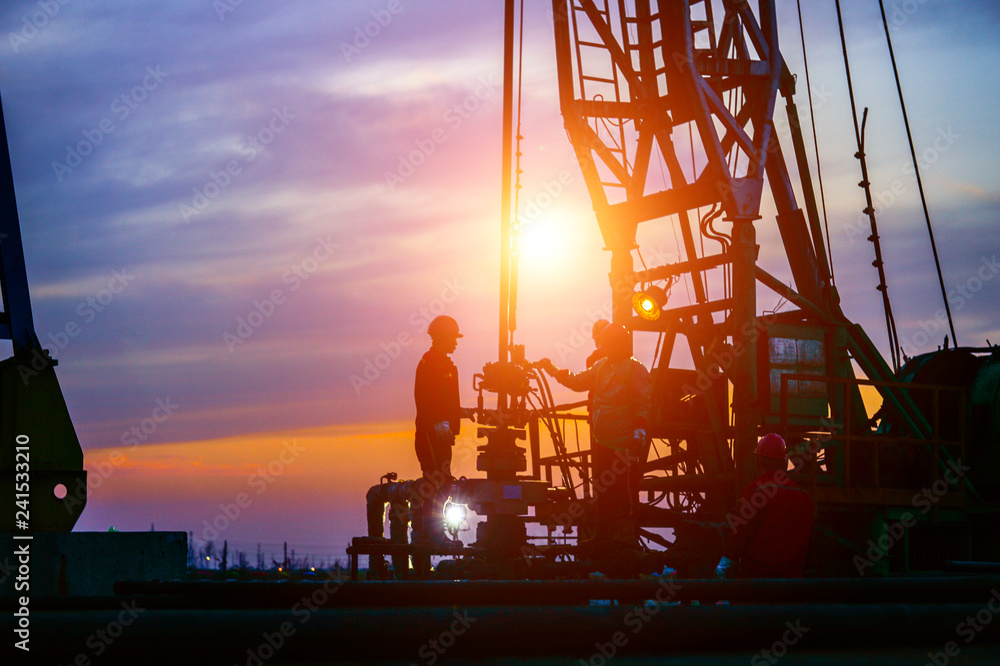 Fototapety, obrazy: The oil workers in the job