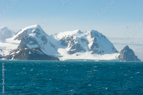 Papiers peints Bleu vert The landscape of the coast of Antarctica