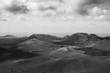 Vulkanlandschaft auf Lanzerote in Schwarz-Weiß