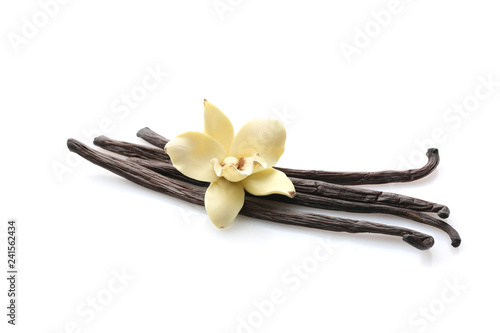 Fotomural  Aromatic vanilla sticks on white background