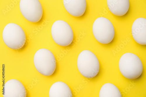 Fotobehang Kip Many chicken eggs on color background