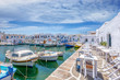 Restaurants und Tavernen direkt and den Fischerbooten im idyllischem Hafen von Naousa auf den Kykladen in Griechenland