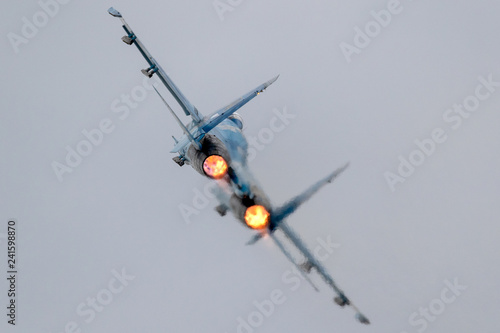 Photo Fighter jet full afterburner take off