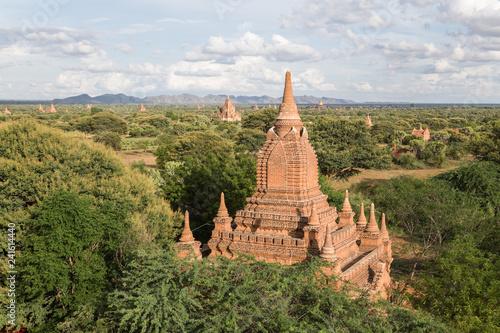 Foto  Panoramic view of a temple in Bagan, Myanmar
