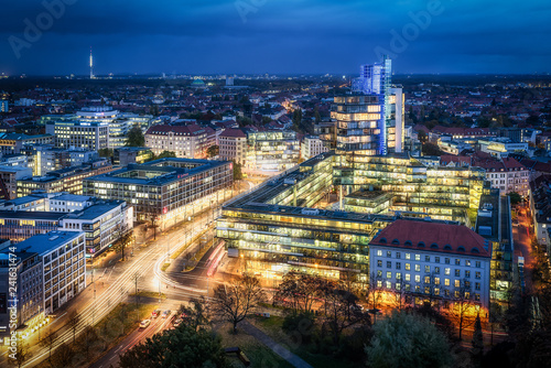 Hannover Skyline in östliche Blickrichtung am Abend Wallpaper Mural