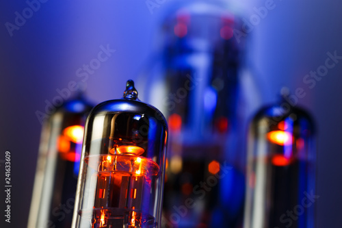 Fotografia Vacuum electronic radio tube close-up