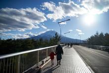 富士山を望む・富士吉田市・親子旅行