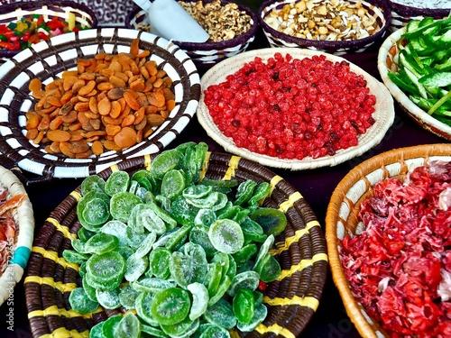 Poster Aromatische Getrocknetes Obst in Schalen